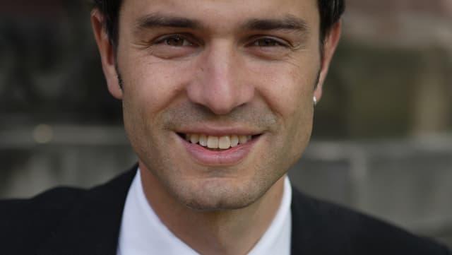 Portrait des Schweizer Historikers, Energie- und Friedensforschers Daniele Ganser.