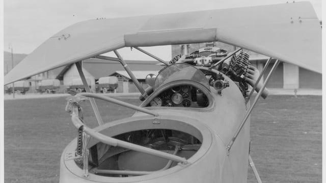 Cockpit eines alten Flugzeugs.