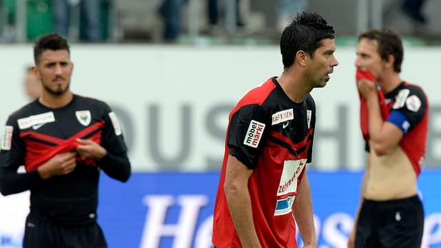 Ils giugaders dal FC Aarau èn frustrads.