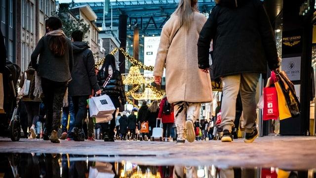 Trotz aller Warnungen machten (zu) viele Niederländer und Niederländerinnen Weihnachtsshopping.