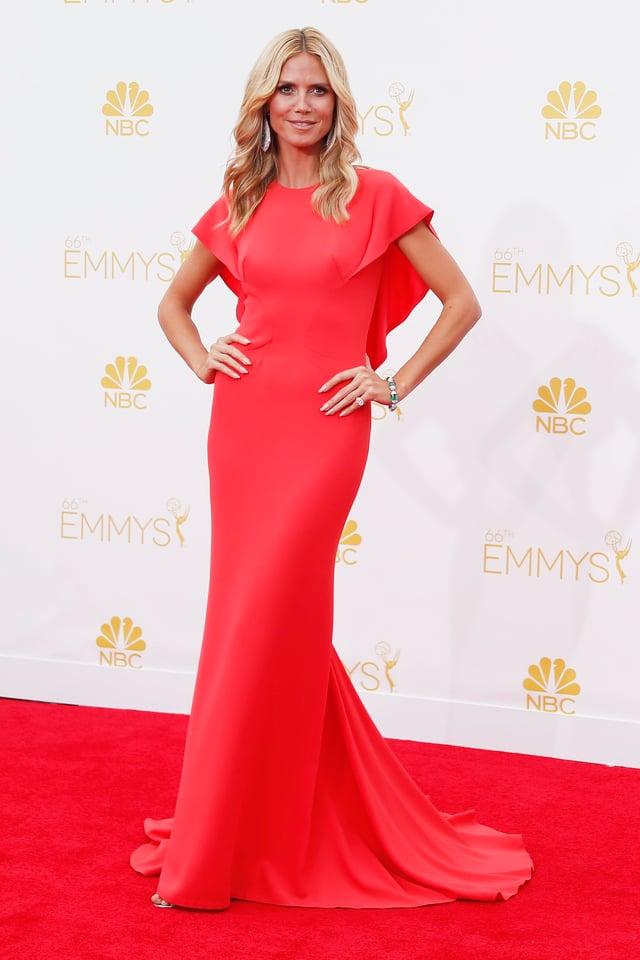 Heidi Klum im roten Kleid bei den Emmys