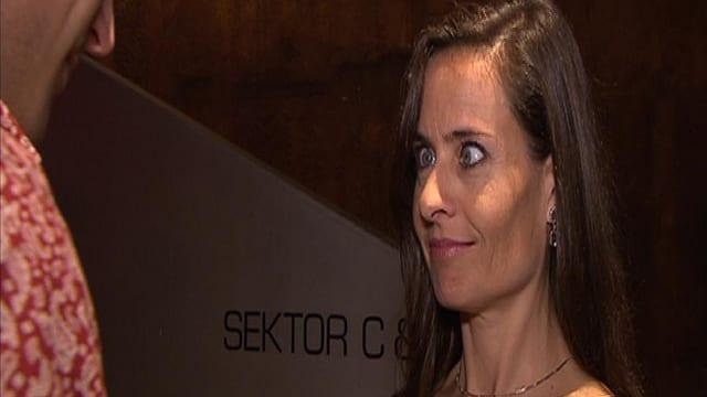 Sandra STuder schneidet eine Grimasse