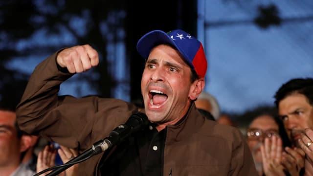 Capriles bei einer Rede