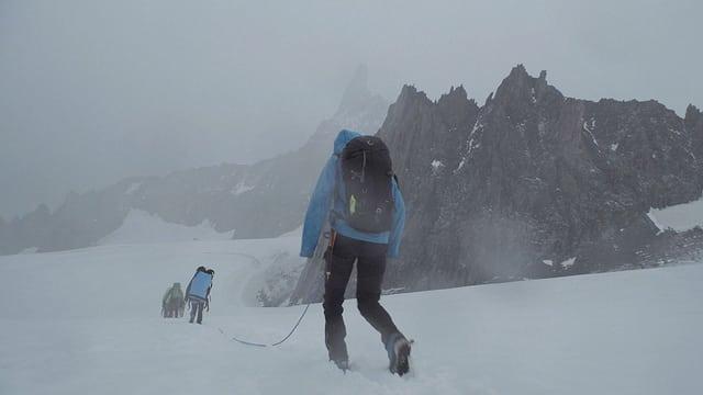 Video «Schnee und Eisregen (Staffel 4, Folge 1)» abspielen