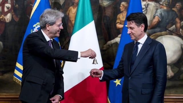 Paolo Gentiloni, antecessur da Giuseppe Conte surdat al nov primminister in pitschen scalin.
