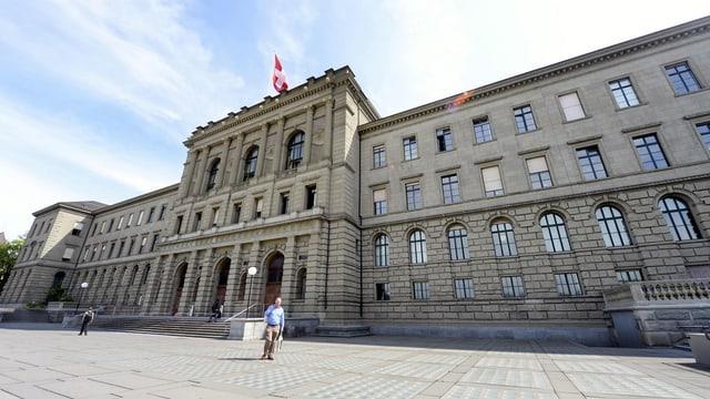 Aussenansicht Hauptgebäude der ETH Zürich.
