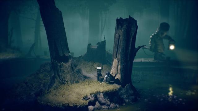 Mono und Six verstecken sich hinter einem Baumstumpf vor einem Jäger mit Schrotflintengewehr.