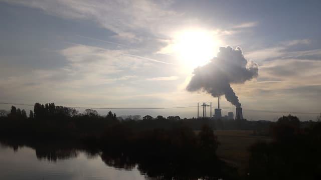 Polluziun da l'ambient tras ina fabrica.