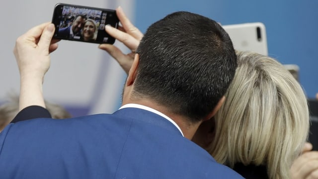 Ein Selfie in Mailand: Matteo Salvini und Marine Le Pen im Vorfeld der Europawahlen.