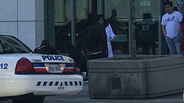 Auto da polizia e plirs pedunzs.