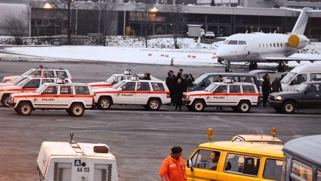 Autos da polizia durant il WEF.