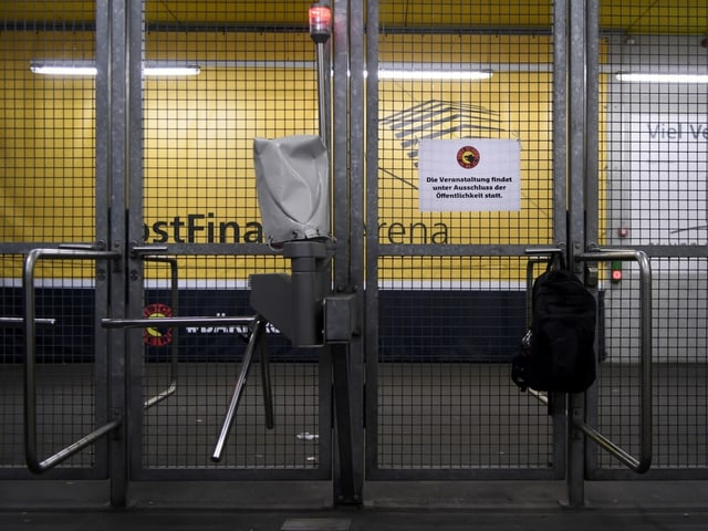 Eingang der Berner PostFinance-Arena