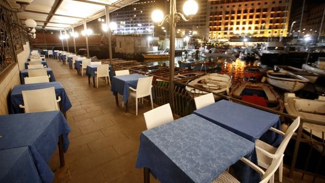 Bars und Restaurants ab 18.00 Uhr zu