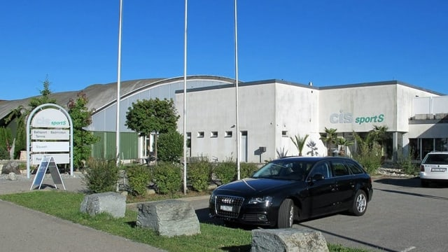 Sporthalle im Sommer