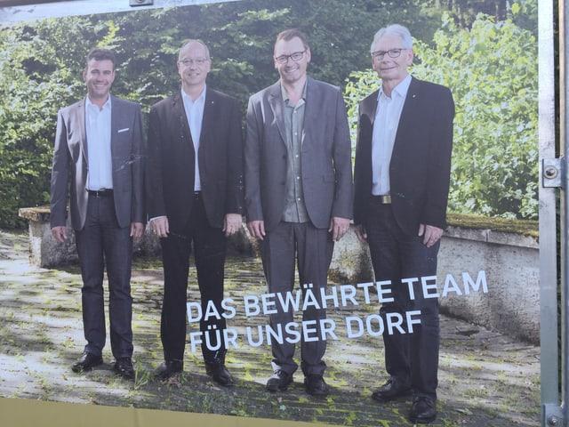Vier Kandidaten auf Plakat