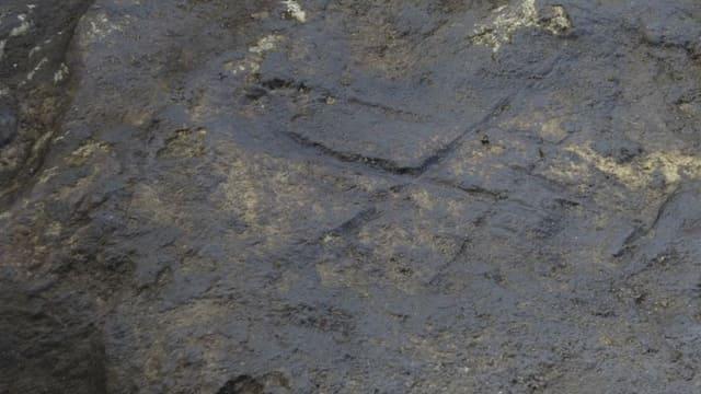 Die Einkerbungen im Stein