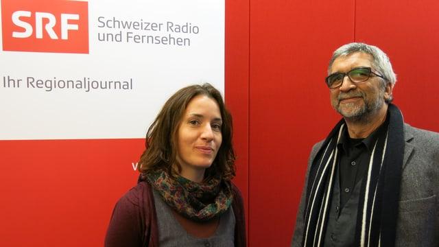 Helmut Mazander steht neben Moderatorin Marène Sandrin