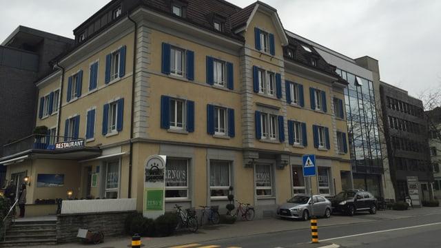 Video «Zeno's Restaurant in Zug - Tag 4» abspielen