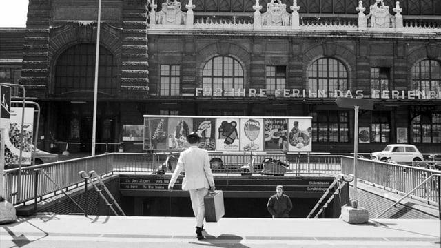 Der einstige Eingang zur Bahnhofsunterführung auf dem Centralbahnplatz (Bild von 1968).