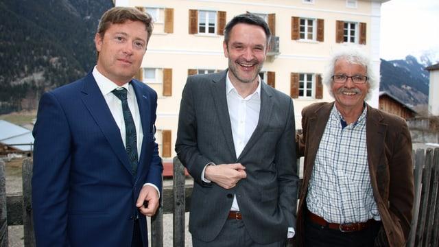 Da san: Il president partent Andea Rassel, l'intendant da l'Origen Festival Cultura Giovanni Netzer ed Andrea Hämmerle il nov president da la Pro Origen.