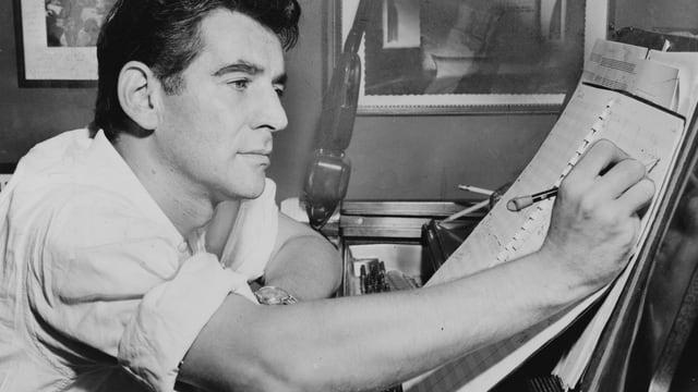 Leonard Bernstein am Klavier