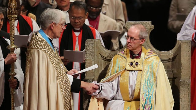 Der neue Erzbischof von Canterbury (re.), Justin Welby, bei der Amtseinführung.