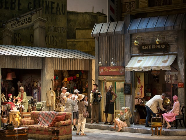 Theaterszene: Leben in Pariser Quartier.
