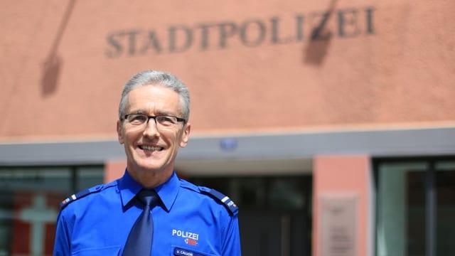 Ueli Caluori, il cumandant da la polizia da la citad da Cuira.