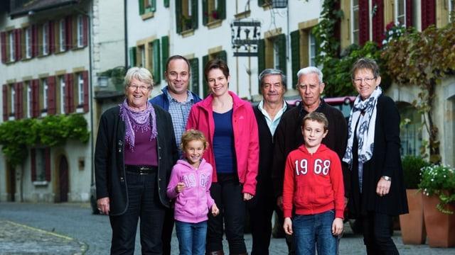 Video ««SRF bi de Lüt − Familiensache» (1/5): Drei Familien – drei Welten» abspielen