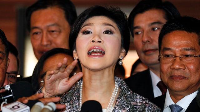 Yingluck an einer Medienkonferenz