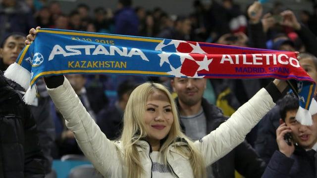 Astanas Punktgewinn wird ausgelassen gefeiert.