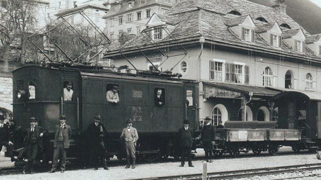 L'emprima locomotiva electrica ch'è arrivada il matg 1922 a Mustér.