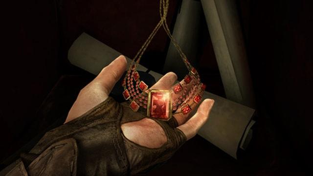 Die Beute, hier ein besonders schönes Rubin-Collier.