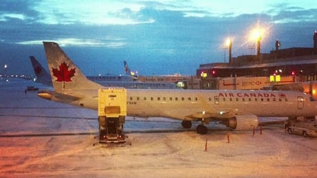 @dominiquegisin: «airplanes, snow, home sweet home soon=dominique happy @ Calgary International Airport (YYC)