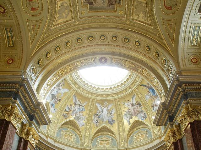 Die Kuppel der St.-Stephans-Basilika in Budapest.