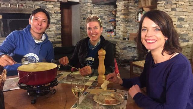 Norbu und Andrea mit Mona Vetsch.