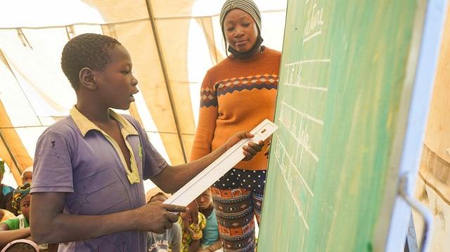 Mehr als 2500 Schulen mussten aus Sicherheitsgründen schliessen. Das bedeutet für über 350'000 Kinder nicht in die Schule zu können.