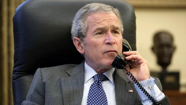 Bush am Telefon.