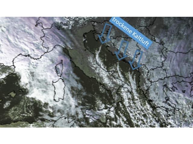 Perlschnurartige Quellwolken über der Adria durch den Lake Effect