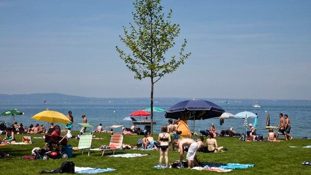 Arboner Seebad an einem sonnigen Tag.