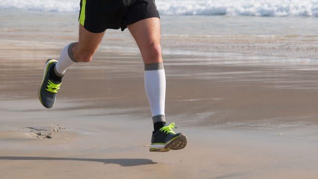 Läufer am Strand.