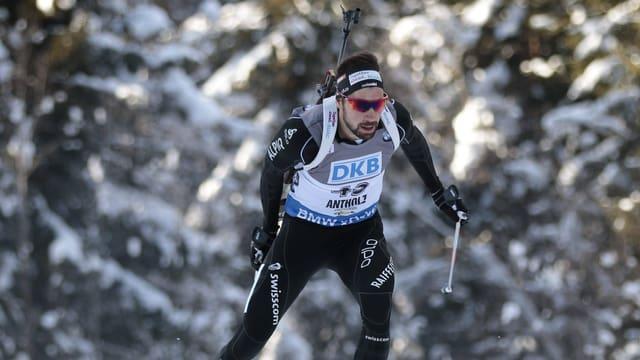 Biathlet auf Langlauf-Ski