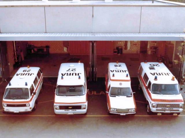 Vier Krankenwagen aus den 80er Jahren