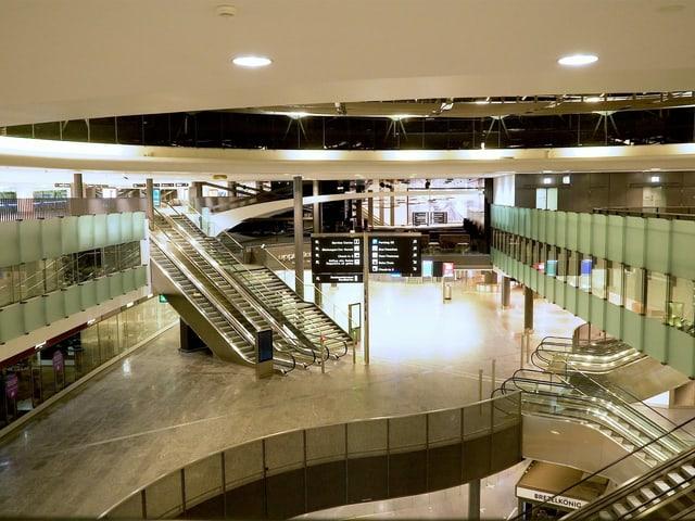Leere Flughafenhalle.