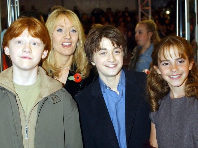 Rupert Grint, Daniel Radcliffe und Emma Watson 2001 an der Premiere des ersten Harry Potter Films.