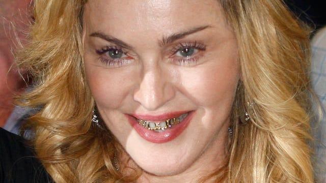 Madonna kann sichs leisten: Gold und Juwelen auch auf den Zähnen