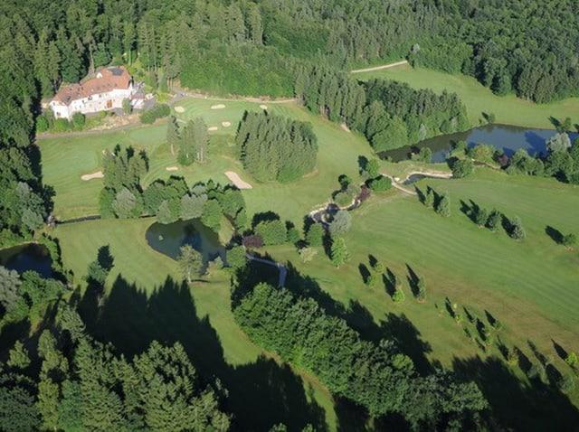 Blick aus der Vogelperspektive auf den Golfclub