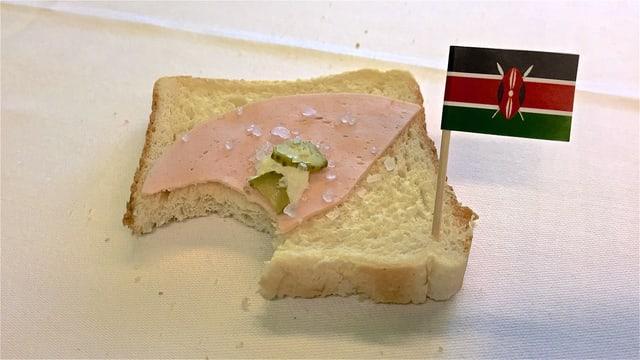 Toastscheibe mit vielen Salzkörnern