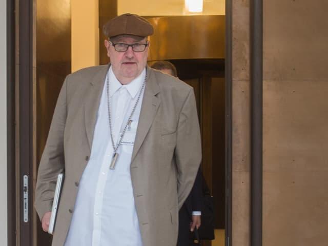 Dieter Behring verlässt das Bundesstrafgericht während des Prozesses.