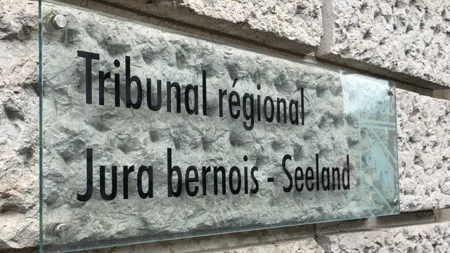 Schriftszug Staatsanwaltschaft Berner Jura-Seeland.